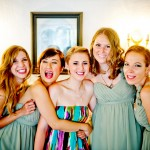 Bridesmaids-around-Bride-before-she-is-dresssed